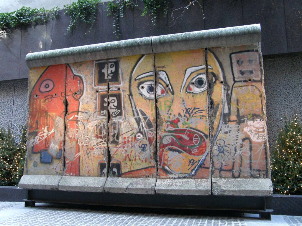 berlin wall in new york for shoppers who want to walk around